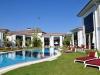 por lake villa garden